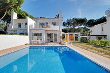 Casa em Vilamoura - Moradia V2 com piscina privada a curta distância d